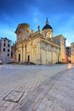 教会被修补的杜布罗夫尼克市街道 库存图片