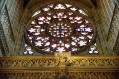 教会被弄脏的glasss 库存图片