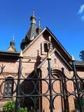 教会被操刀的锻铁篱芭 免版税库存照片