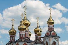 教会被镀金的圆顶  免版税库存图片