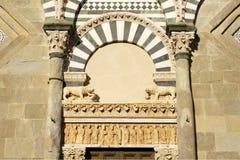 教会详细资料罗马式托斯卡纳 免版税库存照片