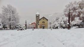 教会雪场面 免版税库存照片