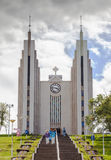 教会Akureyrarkirkja是著名路德教会在阿克雷里,不 免版税库存图片