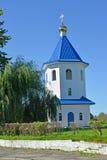 教会Belltower以纪念上帝`标志`的母亲的象的在夏天 Znamensk,加里宁格勒地区 图库摄影