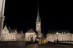 教会fruamunster晚上瑞士苏黎世 免版税库存图片