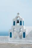 教会santorini希腊白色响铃 免版税库存照片