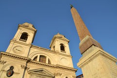 教会Trinita dei Monti在罗马,意大利 库存照片