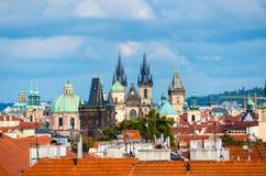 教会tyn 在布拉格老镇的都市风景视图捷克语的关于 库存照片