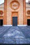教会vergiate关闭了砖塔意大利伦巴第 库存图片