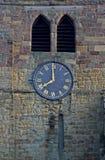 教区教堂塔和时钟 免版税库存图片
