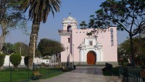 教区教堂的肘视图在利马北部 库存图片