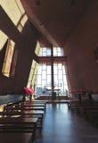 教堂交叉圣洁圣所视图 免版税库存图片