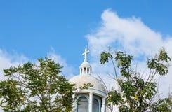 教堂和bluesky 库存照片