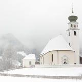 教堂在蒂罗尔冬天, Wildschonau,阿尔卑斯,奥地利 库存照片