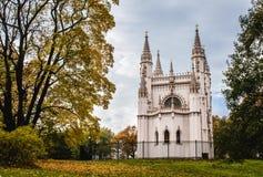 教堂在Peterhof 免版税库存图片