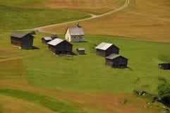 教堂小屋木lucomagno的通过 免版税库存图片