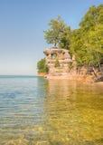 教堂岩石,湖岸被生动描述的岩石国民, MI 免版税库存图片