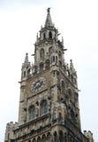 教堂时钟哥特式塔 免版税图库摄影