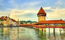 教堂桥梁和水塔在琉森,瑞士 库存图片