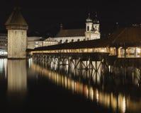 教堂桥梁在夜之前 库存图片