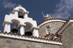 教堂钟和十字架在克里特岛教会 库存照片