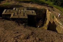教士祈祷圣乔治(赌注giorgis), Lalibela,埃塞俄比亚教会  库存图片