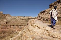 教士走在山的,埃塞俄比亚 免版税库存图片