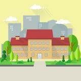教学楼有城市背景 与庭院风景的大厦 免版税库存照片