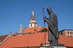 教宗若望保禄二世雕象,圣母玛丽亚的大教堂假定在Marija Bistrica,克罗地亚 免版税库存照片