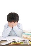 教室男小学生强调的学习 免版税图库摄影
