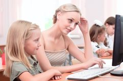 教师解释任务女小学生 库存图片