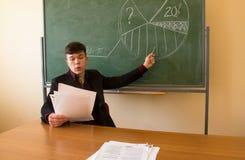 教授和黑板 库存照片