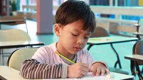 教的幼儿园的活动 幼儿园学生学会 股票视频
