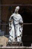 主教的14世纪雕象,克雷莫纳,意大利 免版税图库摄影