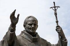 教皇保罗二世雕象在Nitra 免版税库存照片
