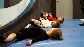 教练员参与与孩子的体操 影视素材