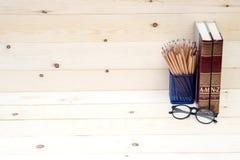 教育书和铅笔的概念 免版税库存图片