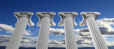 教育和民主概念 在蓝天背景的四根大理石柱子 3d例证 库存照片