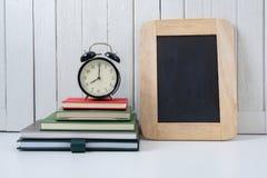 教育工作区背景在锻炼的概念闹钟 免版税库存图片