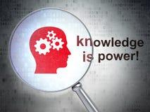 教育概念:顶头齿轮和知识是 免版税库存图片