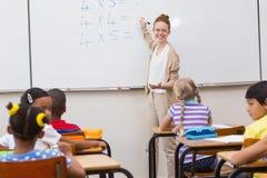 教育的老师在教室 免版税库存照片
