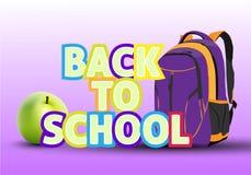 教育背包、书、苹果和题字回到学校  库存图片
