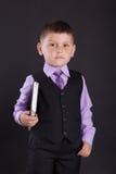 教育,教的孩子,孩子学会,学会,有书的孩子,衣服的孩子,一套衣服的孩子与领带,学会 免版税库存照片
