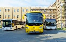 教练公共汽车斯科讷Postbus OmniExpress在开姆尼茨 免版税库存图片