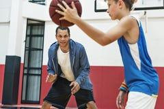 教练篮球体育运动员锻炼比赛概念 免版税库存照片