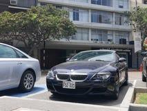 敞篷车BMW M6在圣Isidro区,利马停放了 库存照片