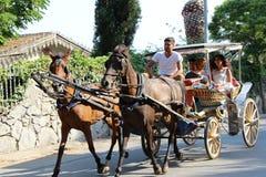 敞蓬旅游车旅行, Buyukada在伊斯坦布尔土耳其 免版税库存图片
