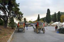 敞蓬旅游车Buyukada 马支架 免版税库存图片