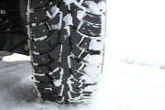 散布的雪疲倦冬天 免版税库存图片