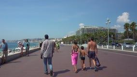 散步的人们在尼斯在法国 影视素材